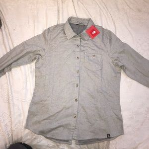 brand new woman north face shirt